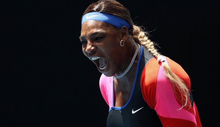 Open d'Australie: Serena Williams bat Simona Halep pour s'élancer en demi-finale